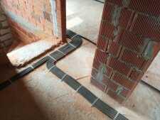 На фото пример работ: Прокладка электрокабеля в квартире, рис. 2